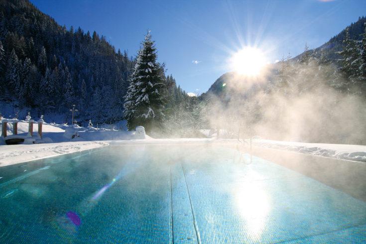 Außenpool im Alpine Life Resort Lürzerhof